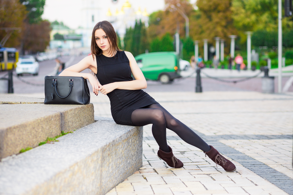 6dc3edfb9eb2 Aké doplnky zvoliť k čiernym spoločenským šatám - Módne novinky