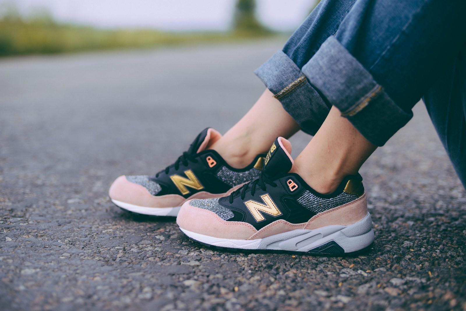 c09fcc8773c7e Obľúbená značka topánok New Balance sa pýši veľmi pestrou históriou a  prináša obuv udávajúcu trendy. Za založením tejto značky stál J. Riley, ...